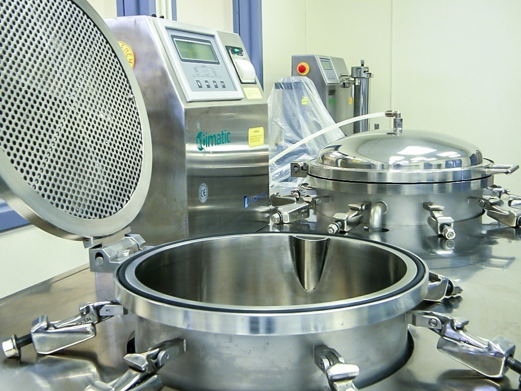 Stainless steel laboratory equipment with open covers